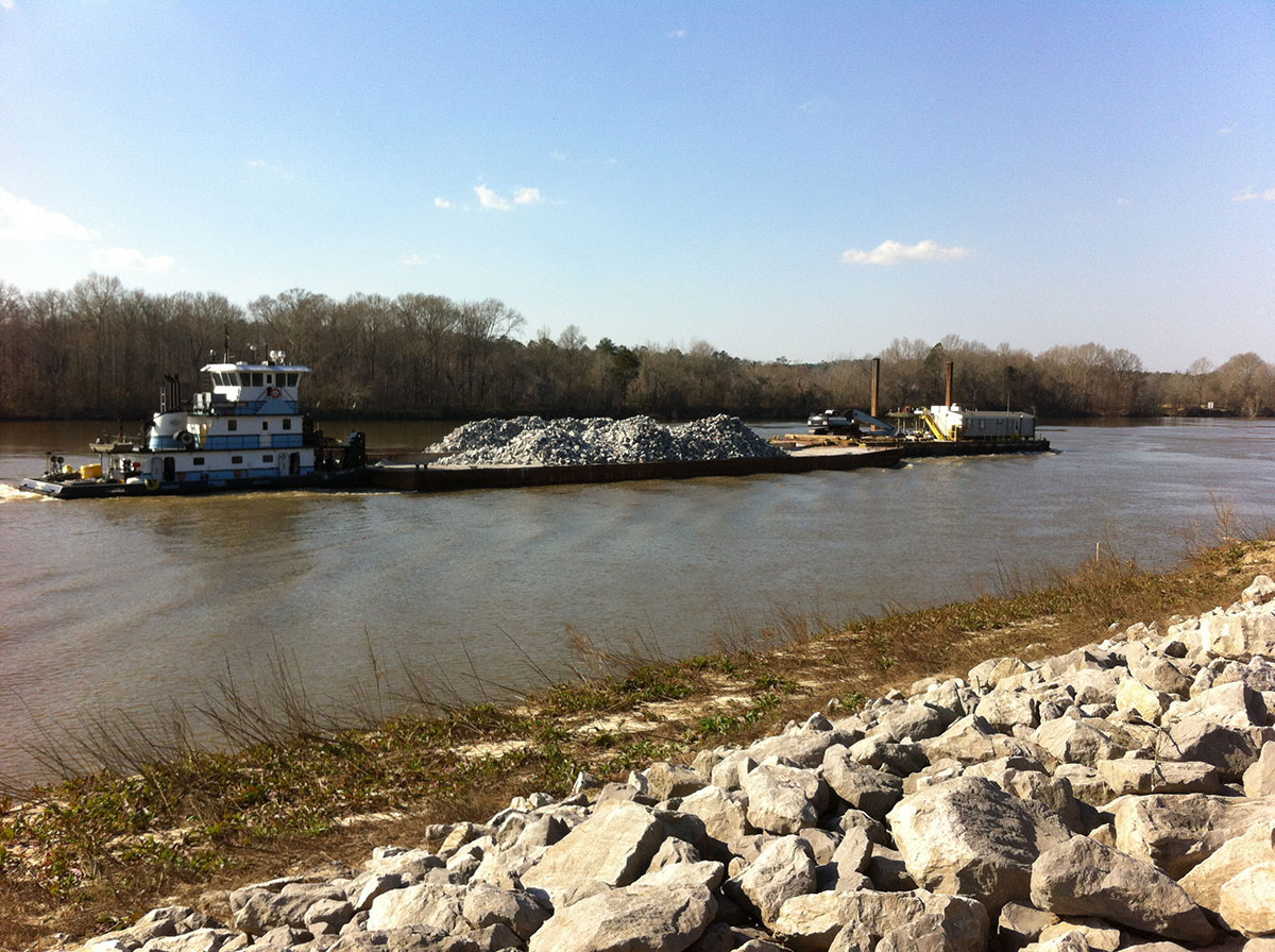 towboat-claiborne-lock2